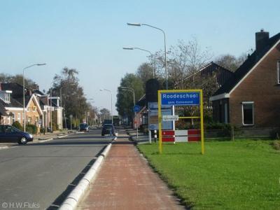 Het dorp Roodeschool viel vanouds onder de gemeente Uithuizermeeden, en valt, na diverse herindelingen in de loop der jaren, sinds 2019 onder de in dat jaar opgerichte gemeente Het Hogeland.