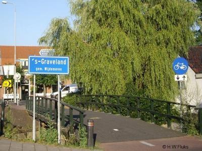 's-Graveland is een dorp in de provincie Noord-Holland, in de regio Gooi en Vechtstreek, gemeente Wijdemeren. Het was een zelfstandige gemeente t/m 2001.