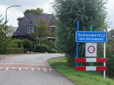 Schouwerzijl is een dorp in de provincie Groningen, in de streek Hoogeland, gemeente Het Hogeland. T/m 1989 gemeente Leens. In 1990 over naar gemeente De Marne, in 2019 over naar gemeente Het Hogeland. (© H.W. Fluks)