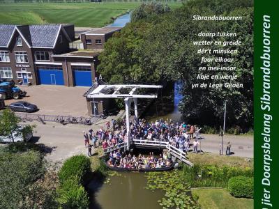 Het dorp Sibrandabuorren heeft in 2019 het 100-jarig bestaan van Dorpsbelang gevierd