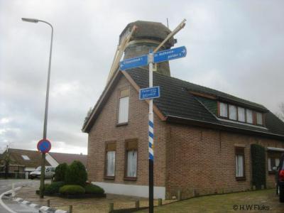 Beetje curieus dat er wel richtingborden staan naar het idyllische dorpje of buurtschapje Sint Anthoniepolder, maar dat er ter plekke geen plaatsnaamborden staan, zodat je maar moet gokken wanneer je er bent aangekomen...