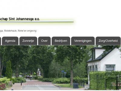 Sintjohannesga werd tot tamelijk recent nog als twee woorden geschreven (zoals alle andere plaatsen die met Sint beginnen). En in de volksmond is het Sint Jut. Op de dorpssite zie je al deze namen/spellingen bij elkaar.