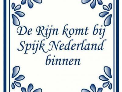 De Rijn komt bij Spijk Nederland binnen, en niet bij Lobith (wat we op school altijd geleerd hebben), Tolkamer of Millingen aan de Rijn. Kijk maar op dit Spijkse tegeltje, daar staat het, dus is het zo. Hoe dat zit, kun je lezen onder het kopje Ligging.
