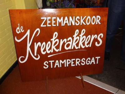 Het in 2012 opgerichte Zeemanskoor De Kreekrakkers te Stampersgat is in enkele jaren uitgegroeid tot een volwaardig zeemanskoor met een geheel eigen gezicht, met ca. 35 leden, begeleid door drie accordeonisten, een saxofonist en een slagwerker.