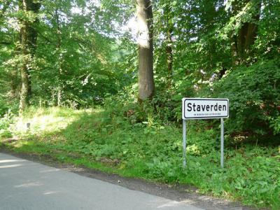 Sinds 2014 kun je zien wanneer je in de 'kleinste stad van Nederland' bent aangekomen. Voorheen stonden er enkele km's hiervandaan alleen richtingbordjes, zodat je maar moest gokken wanneer je er was aangekomen.