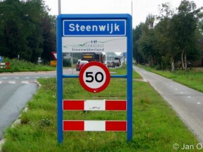Steenwijk is een stad in de provincie Overijssel, in de streek Kop van Overijssel, gemeente Steenwijkerland. Het was een zelfstandige gemeente t/m 2000. Het is de hoofdplaats van de gemeente Steenwijkerland.