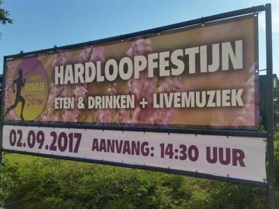 Proef Rondje Stroe (op een zaterdag begin september) is naar keuze 5 of 10 km hardlopen, met na afloop een proeverij op het horecaplein.