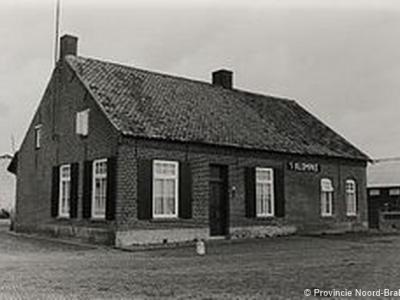 In Strumpt zijn nog heel wat oude, monumentale boerderijen te vinden. Een wandeling door deze buurtschap is dan ook zeer de moeite waard. Hier een boerderijtje uit eind 19e eeuw in Oude Strumpt (foto uit 1986).
