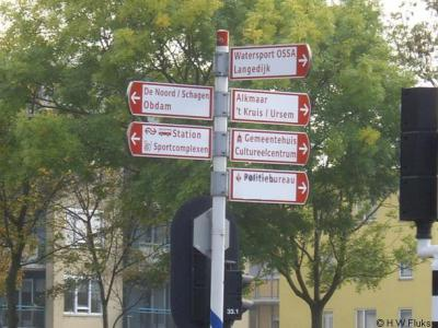 Buurtschap 't Kruis moet plaatsnaamborden ontberen. Slechts een richtingbordje in Heerhugowaard verwijst naar de buurtschap.