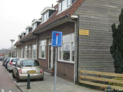 In Terbregge is slechts één bescheiden 'plaatsnaambordje' te vinden, en wel op de gevel van dit pand.
