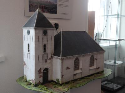 In het in 2016 van start gegane Visserijmuseum in Termunterzijl vind je o.a. deze maquette van het afgebroken kerkje van Oterdum. (© Harry Perton / https://groninganus.wordpress.com)