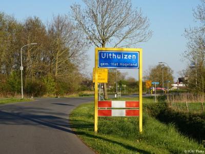 Uithuizen is een dorp in de provincie Groningen, in de streek Hoogeland, gemeente Het Hogeland. Het was een zelfstandige gemeente t/m 1978. In 1979 over naar gemeente Hefshuizen, in 1990 over naar gemeente Eemsmond, in 2019 over naar gemeente Het Hogeland