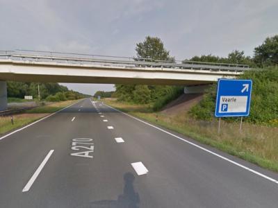 De naam van - de sinds kort voormalige - buurtschap Vaarle is in de regio bekend van de gelijknamige parkeerplaats aan de A270. (© Google)