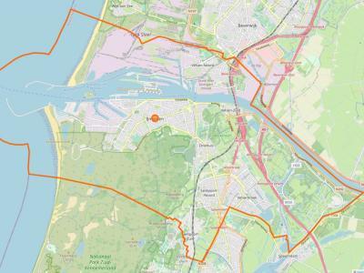 De gemeente Velsen (= het gebied binnen de oranje lijn) omvat de stad IJmuiden, de dorpen Driehuis, Santpoort (verdeeld in Santpoort-Noord en Santpoort-Zuid), Velsen-Noord, Velsen-Zuid en Velserbroek en de buurtschap Hofgeest. (© www.openstreetmap.org)