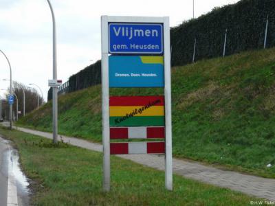 Vlijmen is een dorp in de provincie Noord-Brabant, in de regio Langstraat, gemeente Heusden. Het was een zelfstandige gemeente t/m 1996. Tijdens carnaval heet het dorp Knotwilgendam, wat dan in de plaatsnaambordportalen te zien is.