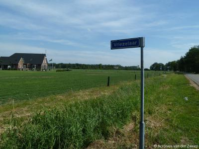 Vriezelaar is een buurtschap in de provincie Gelderland, in de streek Achterhoek, gemeente Oude IJsselstreek. T/m 2004 gemeente Wisch.