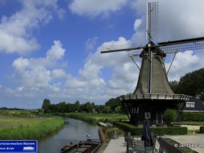 De buurtschap is genoemd naar deze molen, de Vrouwbuurtstermolen dus.