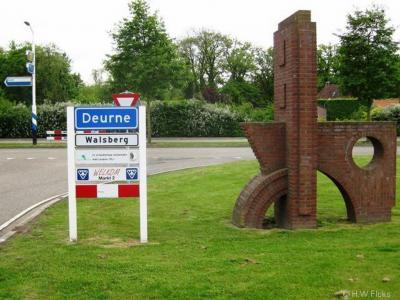 Walsberg is een dorp in de gemeente Deurne. Omdat het geen eigen postcode en postale plaatsnaam heeft gekregen, ligt het dorp voor de postadressen 'in' Deurne. Vandaar de witte plaatsnaamborden Walsberg onder de blauwe borden Deurne.