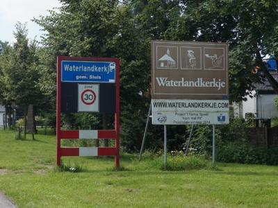 Waterlandkerkje is een dorp in de provincie Zeeland, in de streek Zeeuws-Vlaanderen, gemeente Sluis. Het was een zelfstandige gemeente t/m 31-3-1970. Per 1-4-1970 over naar gemeente Oostburg, in 2003 over naar gemeente Sluis. (© H.W. Fluks)