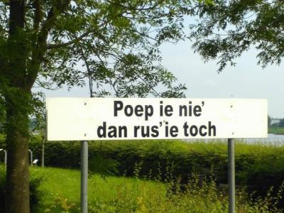 In 2018 geplaatst bord met spreuk bij de rustplaats aan de IJsseldijk in Welsum (© Welsums Cultuur Genietschap)