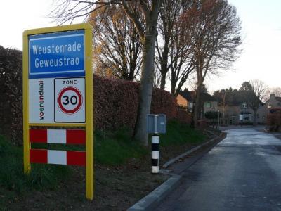 Weustenrade is een buurtschap in de provincie Limburg, in de regio's Heuvelland en Parkstad, gemeente Voerendaal. T/m 1981 gemeente Klimmen. De buurtschap valt onder het dorp Klimmen.