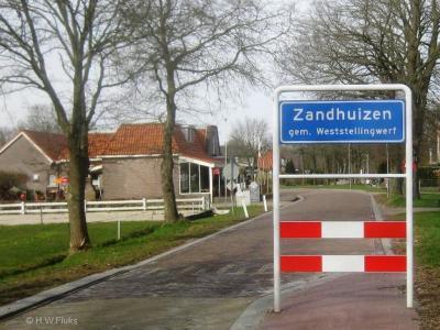Zandhuizen is een dorp in de provincie Fryslân, in de streek Stellingwerven, gemeente Weststellingwerf.