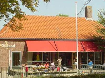 Zandstraat, basisschool 't Zand toen deze nog in functie was (2011) (© Kaprion)