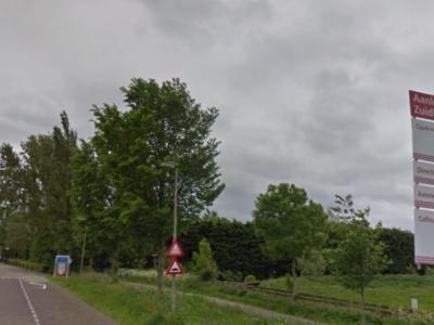 In 2015 zijn de kaden langs het water in het Zoeterwoudse dorp Zuidbuurt verbeterd en is er een apart fietspad naast de hoofdrijbaan van de Zuidbuurtseweg aangelegd.