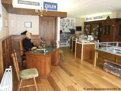 Dé grote promotor van de geschiedenis van Zuilen is Wim van Scharenburg, die het Museum van Zuilen beheert, én al 6 boeken over Zuilen heeft geschreven, én sinds okt. 2012 wekelijks een artikel schrijft over het oude Zuilen. Nu al meer dan 130 artikelen!