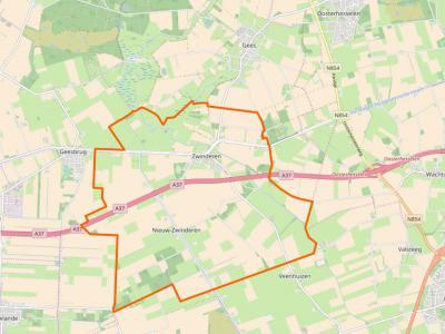 Het dorpsgebied van Zwinderen omvat het gelijknamige dorp plus de buurtschap Nieuw-Zwinderen, wat op deze kaart van OpenStreetMap duidelijk te zien is. In de atlassen wordt de buurtschap nog altijd niet vermeld, hoewel hij toch al ca. 80 jaar bestaat...